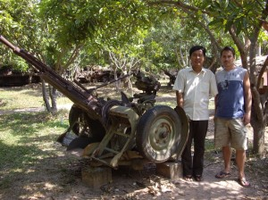 Khom and Scott with an artillery gun